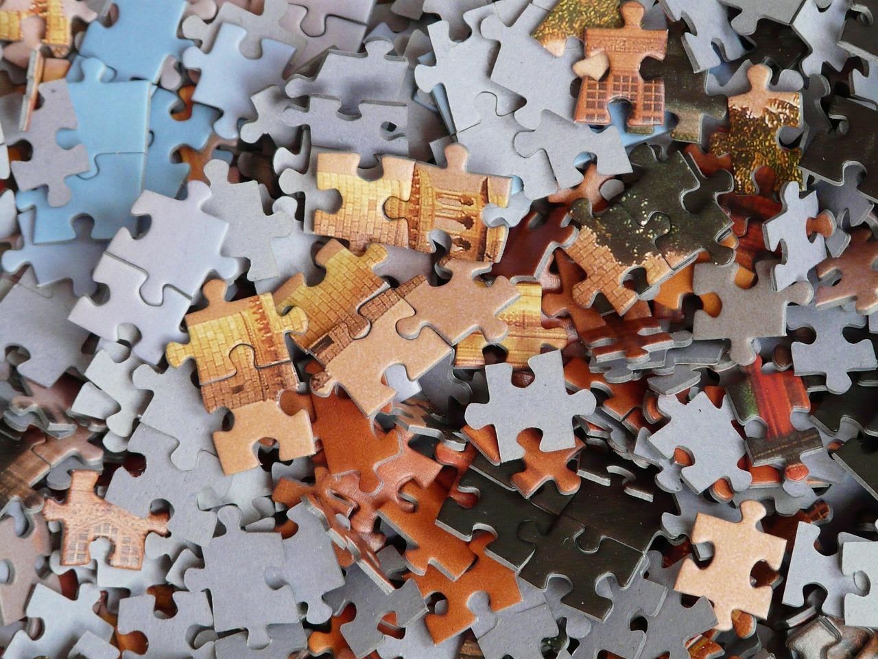 Morceaux de puzzle à assembler pour que la stratégie devienne limpide