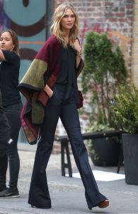 Supermodel Karlie Kloss on a photoshoot in Soho, in New York. 6 May 2015. 7 May 2015. Please byline: Vantagenews.co.uk