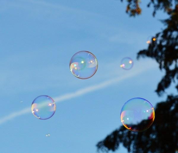 Bulles de savon dans le ciel