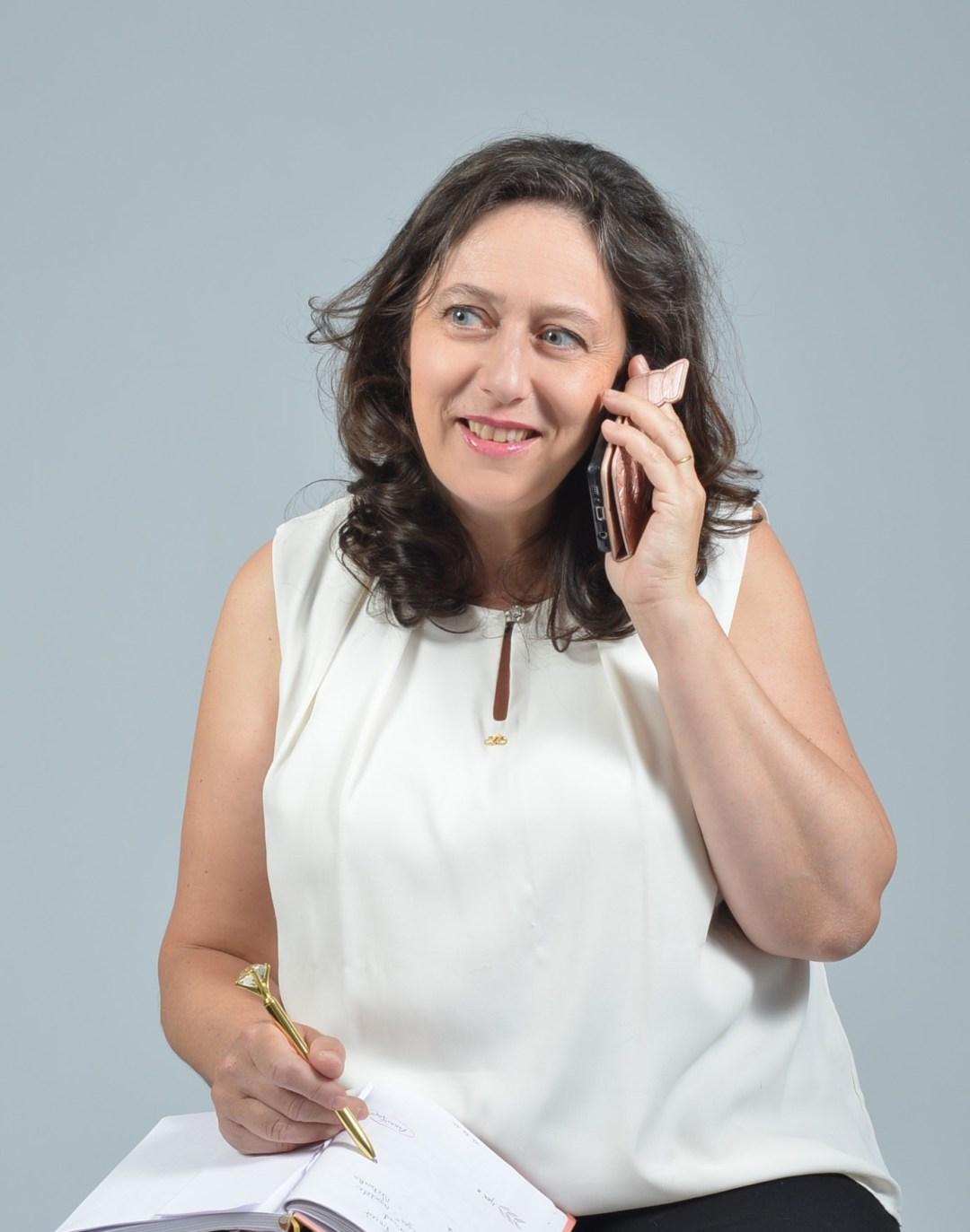 Nathalie Bagadey au téléphone