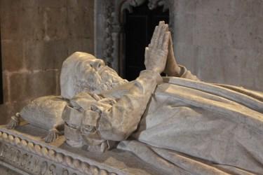 Son tombeau est à l'entrée de l'Eglise