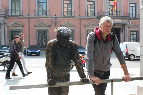 beaucoup de statues dans les rues