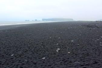 La plage de sable noir de Reynisfjara