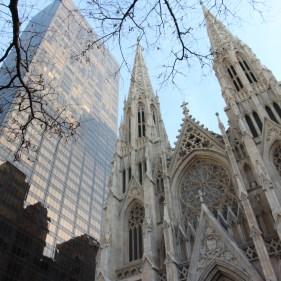 Cathédrale St Patrick au milieu des buildings