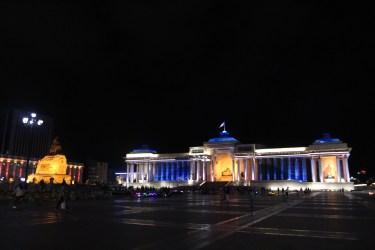 la nuit tombe sur le parlement