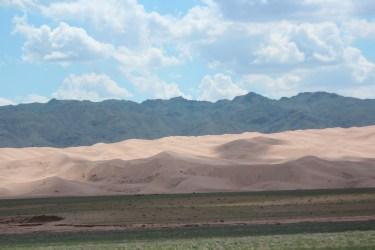 les dunes font 220 km de long 15km de large et jusqu'à 400m de haut