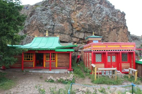 un monastère heureusement conservé et pas détruit par les russes avant 1940
