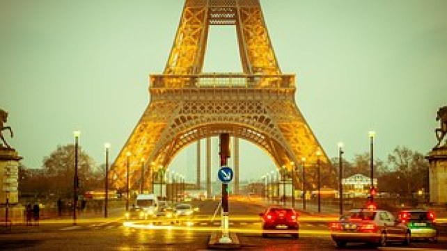 eiffel-tower-1156146__180.jpg