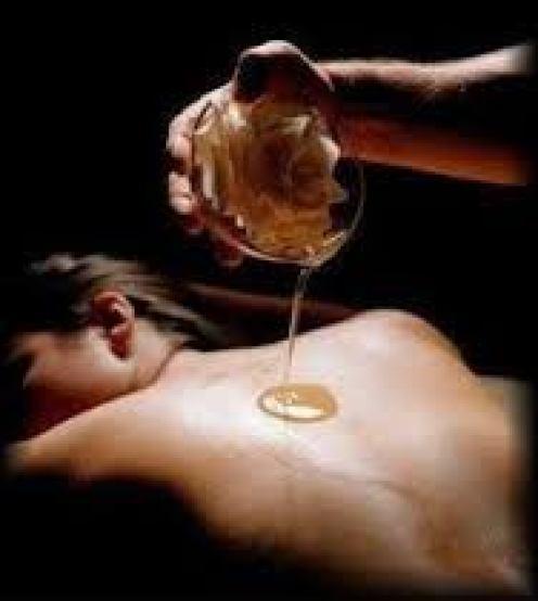 Genieten van een heerlijke veilige Wellness Massage (warme beweging, betrokken aandacht & verzorgende aroma's) Effectieve Therapie Help