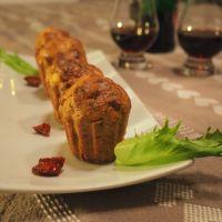 Petits cakes à l'okara d'amandes, tomates séchées et feta