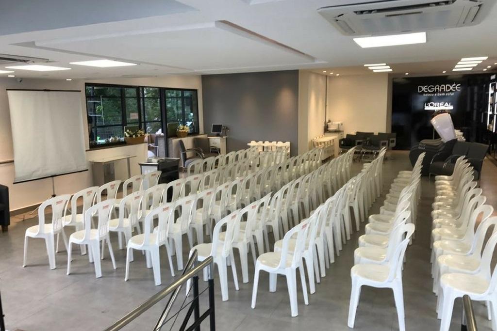 Degradée: Salão para até 100 pessoas sentadas