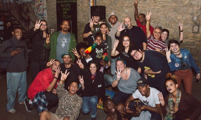 Projeto 'Tagarela' promove Copa do Mundo de poesias em frente ao Maracanã