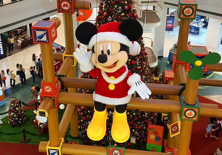Shopping Tijuca tem Natal inspirado no universo mágico de Disney e comemora 90 anos da primeira aparição de Mickey Mouse