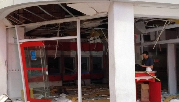 Bandidos explodem agência bancária na Tijuca