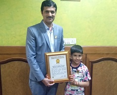 kavya choudhary world record holder in mirror writing