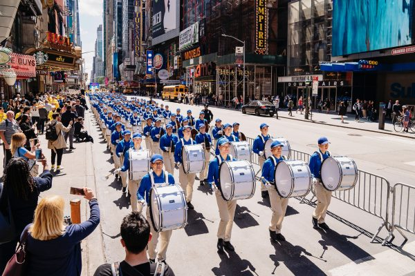 8,000 March in NYC, Call for End to Falun Dafa Persecution in China