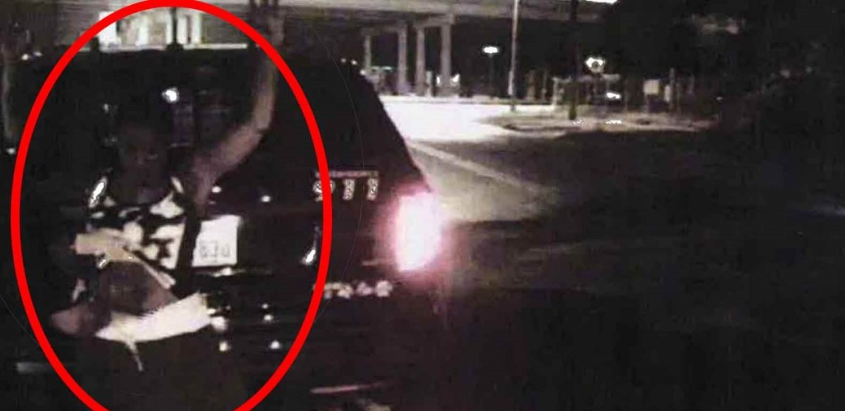 Cops Rip Out Innocent Woman's Tampon, Violate Her Vaginally in PUBLIC