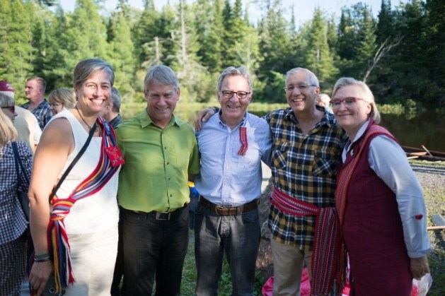 (L-R) Margaret Froh, MNO President; Norm Miller, MPP for Parry Sound–Muskoka; the Honourable David Zimmer, Minister of Indigenous Relations and Reconciliation; Vic Fedeli, MPP for Nipissing; and, the Honourable Carolyn Bennett, Minister of Indigenous and Northern Affairs, at the opening of the MNO Annual General Assembly in North Bay.