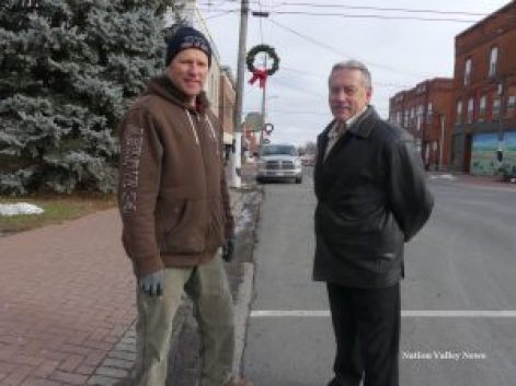 Vince Zandbelt (left) and Owne Shortt, with some of the wreaths visible down Winchester's Main Street. Zandbergen photo, Nation Valley News