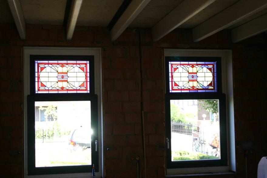 Fraaie look van binnenuit. Restauratie van Glas in Lood in dubbel (isolatie) glas te s' Heerenhoek.