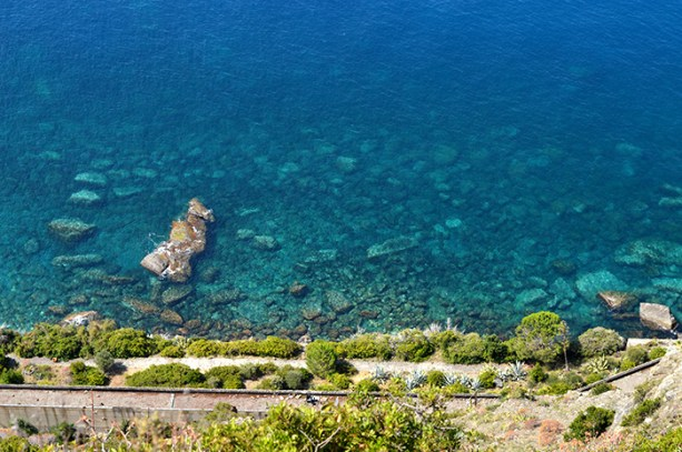 Crystal clear water in Cinque Terre // Nattie on the Road
