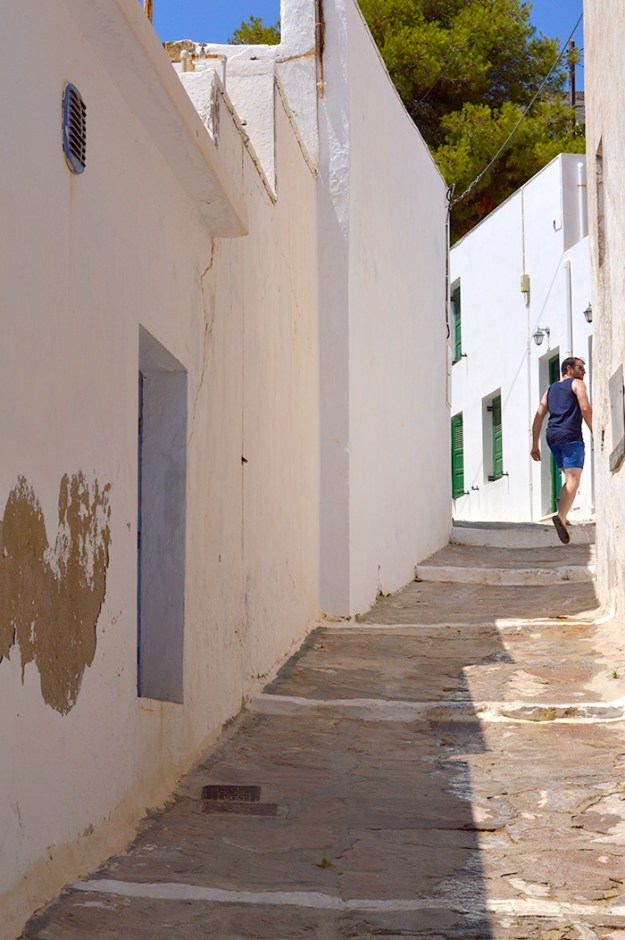 Exploring Milos, Greece // Nattie on the Road