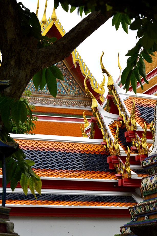 Visit Wat Pho to see the Reclining Buddha // Nattie on the Road