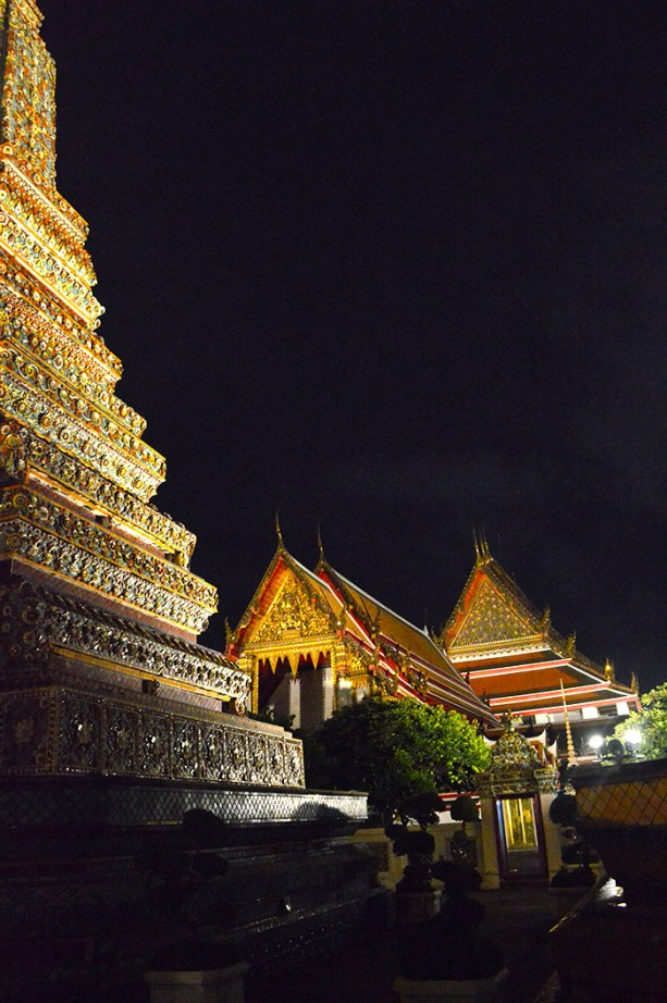 Bangkok Temples at night // Nattie on the Road