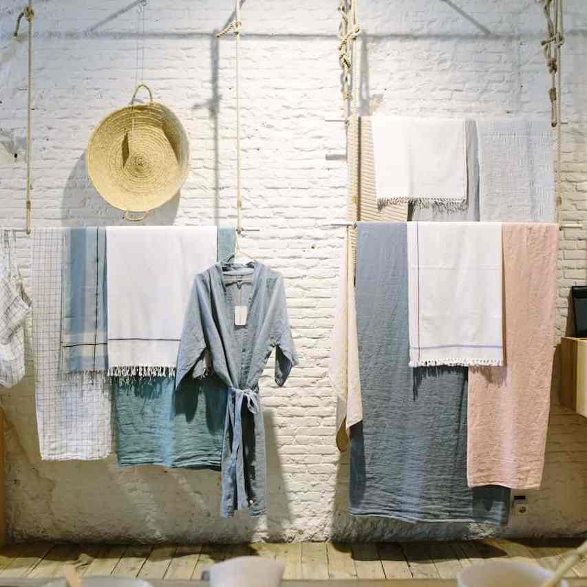simple use of threads to decorate a store