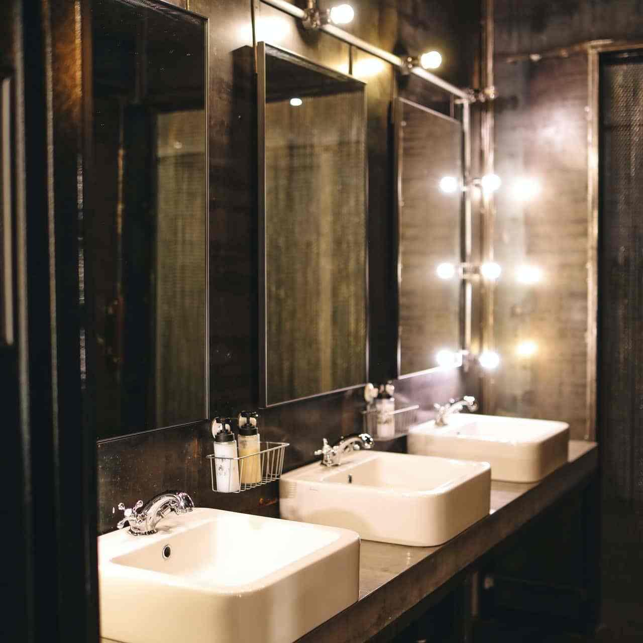 commercial washroom image