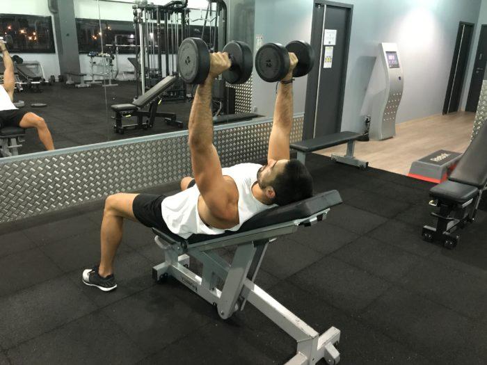 exercice-musculation-développé-incliné-haltères