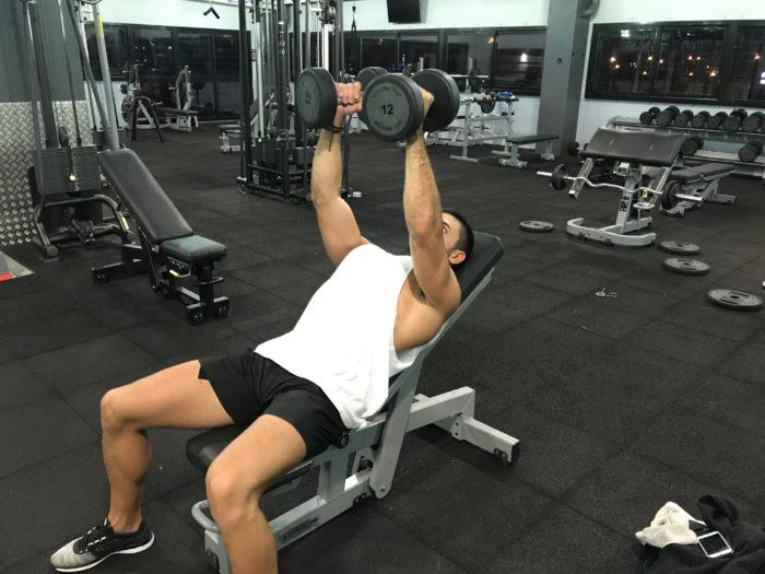 exercice-musculation-écarté-couché-incliné