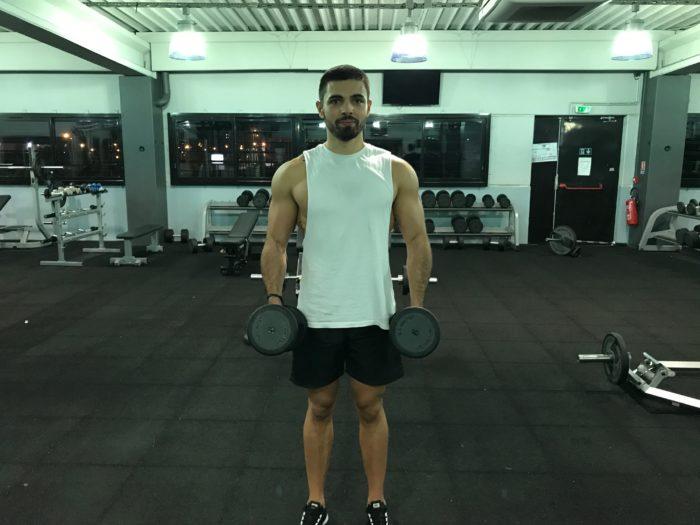 Exercice musculation: Élévations latérales haltères
