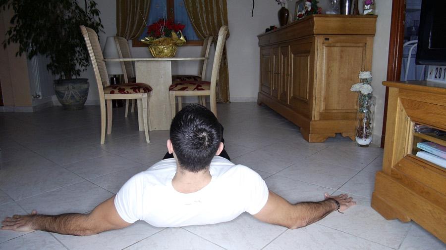 exercice-musculation-épaules-sans-matériel