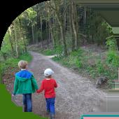 Kinderspaziergang im Wald