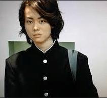 菅田将暉 高校 首 曲がってる