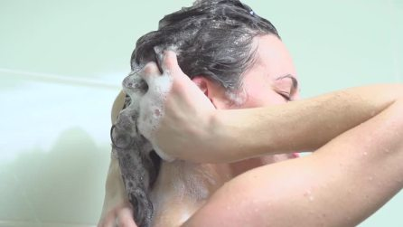 girl shampoo