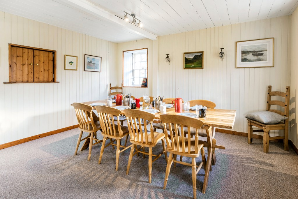 Deanich Lodge dining room ©Pete Helme Photography