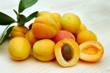 Best foods for eye health: Image of a bushel of apricots.