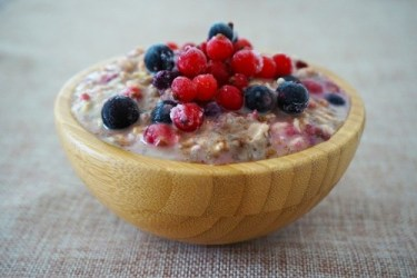 Foods for the nervous system: Image of a delicious bowl of oat meal cereal topped with blueberries and raspberries.
