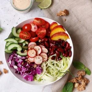 Kleurrijke Lunchbowl met Granola topping