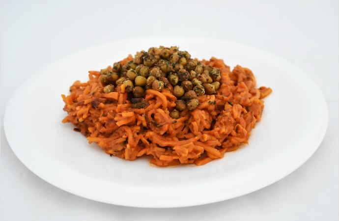 Noodles de batata con boloñesa y garbanzos