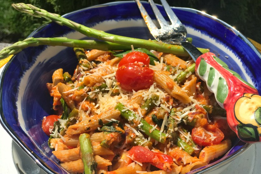 Roasted Red Pepper Pasta - A perfect weeknight meal, this whole grain pasta in roasted red pepper sauce is subtly sweet, super velvety, and adds some nice variety to a family favorite dish; pasta!