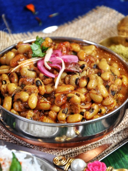 Super flavorful with sweet and tangy notes, these protein packed Lobia-Black Eyed Beans Masala (Instant Pot or Stovetop) is an insanely quick and tasty recipe. Try this with rice or naan bread for a tasty healthy meal!