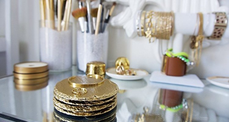 Best Housewarming Apartment Warming Gifts For Stylish Eclectics | Naturally Stellar
