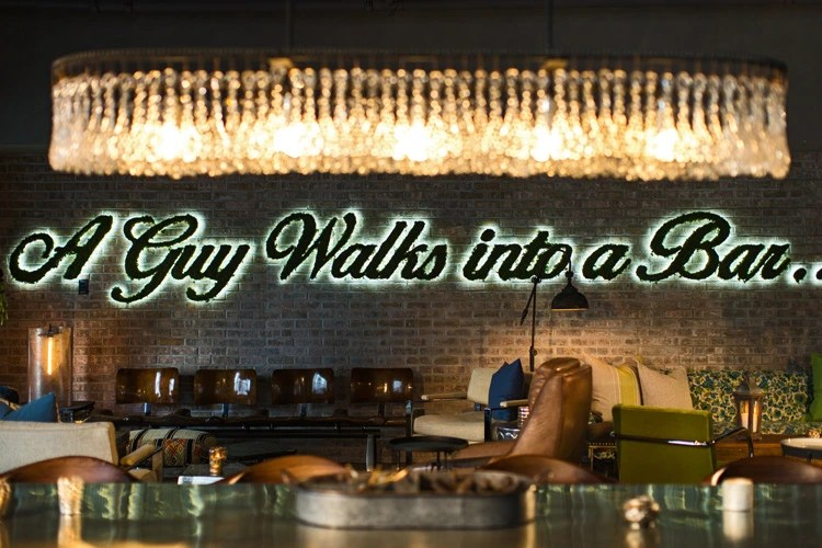 Getaway To Downtown Chicago - Renaissance Chicago - Lobby Bar | Naturally Stellar