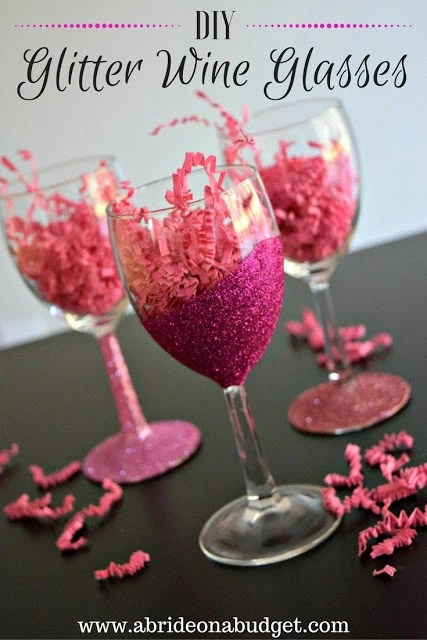 Mother's Day | Last Minute Shouldn't Look Like Last Minute | DIY Glitter Wine Glasses | Naturally Stellar