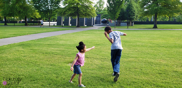 Keeping Family Time Simple This Summer - Kids Playing | Naturally Stellar
