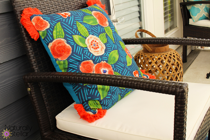 Beautiful outdoor throw pillows for balcony decor