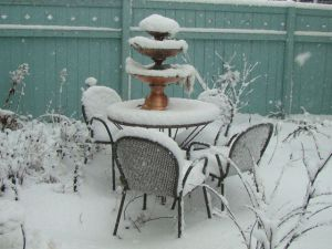 patio-table-snow